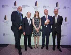 Im Bild (2ter.v.l.) Dr. Erich Hampel (Vorstandsvorsitzender B&C Privatstiftung) und Prof. Dr. Oskar Aszmann (4ter. v.l.) und Team (Medizinische Universität Wien)