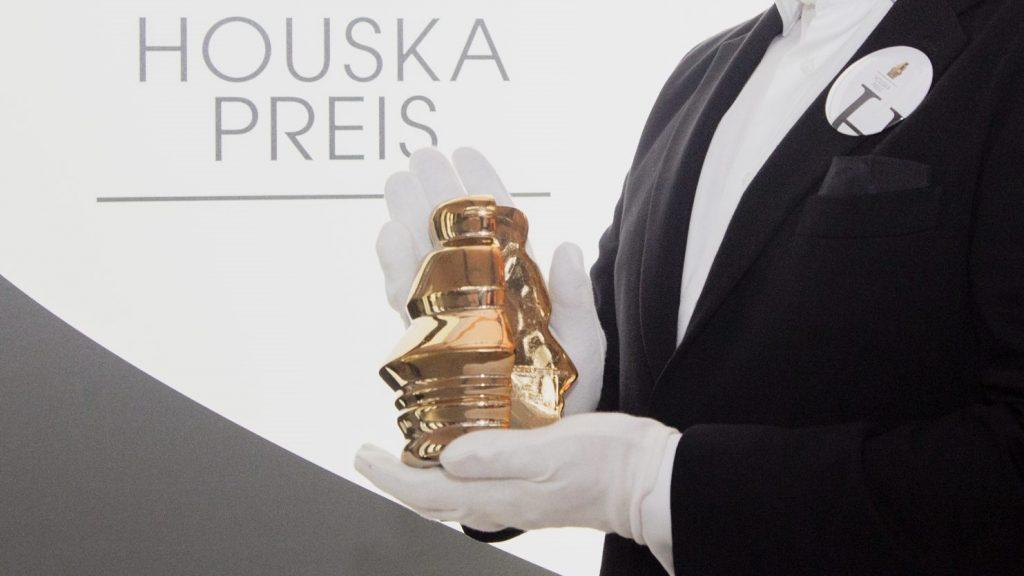 Houskapreis-Statue, Hand Querformat