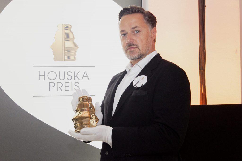 Houskapreis Statue, Präsentation