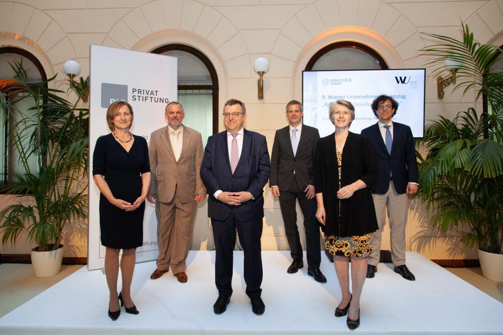 9. Wiener Unternehmensrechtstag: Gruppenfoto der Vortragenden